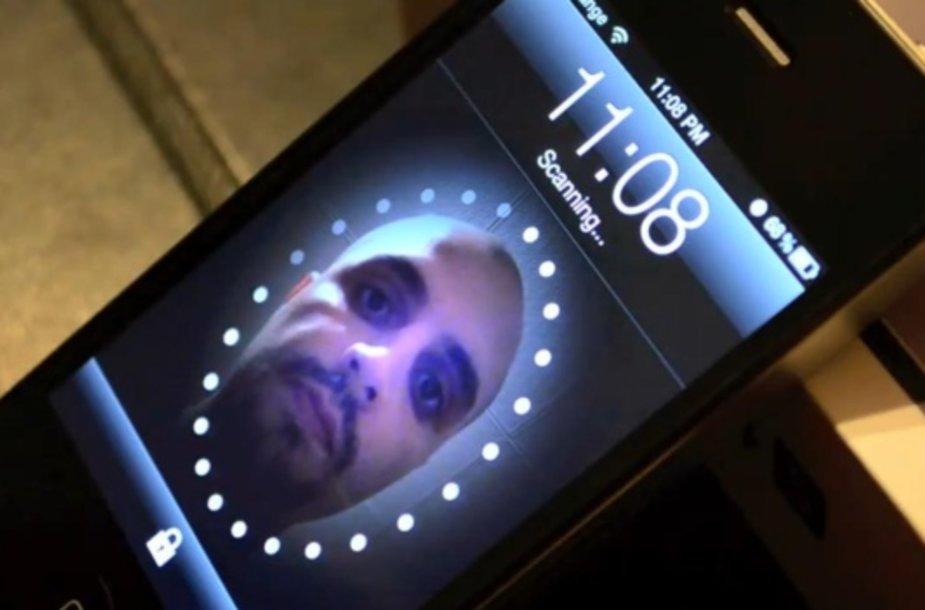 """Telefono """"atrakinimo veidu"""" funkcija perkelta ir į """"iPhone""""."""