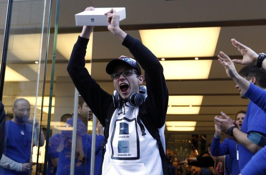 """Naujojo """"iPad"""" pirkėjas"""