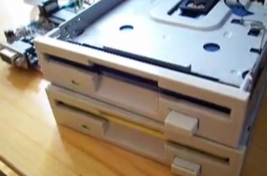 """""""Floppy"""" diskų nuskaitymo įrenginiai"""