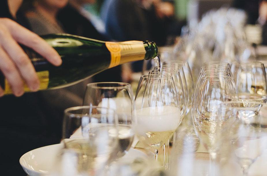 Cepelinų ir šampano derinimo sesija