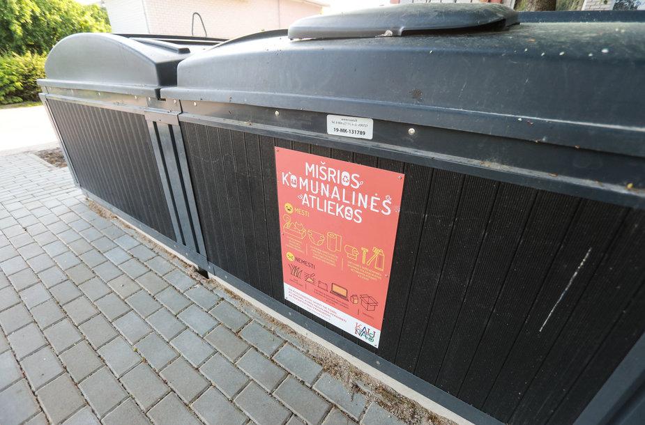 Šiukšlių konteineriai Verkių gatvėje.