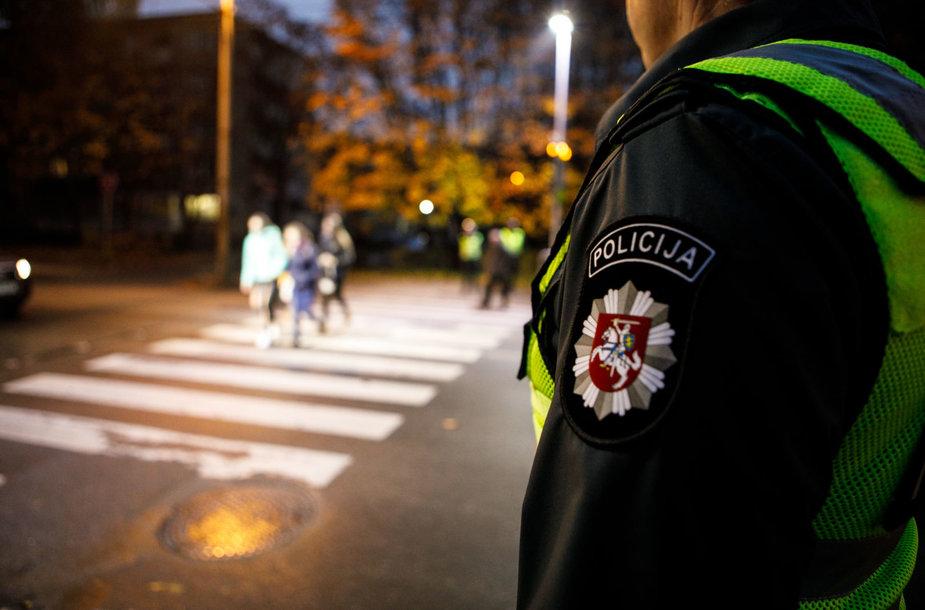 Policijos priemonė prie pėsčiųjų perėjų