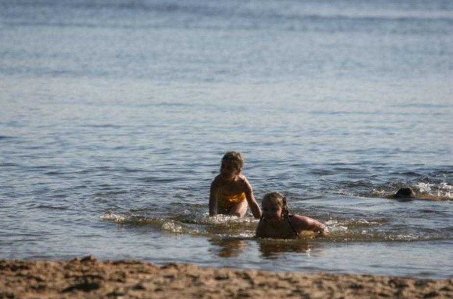 Kauno marių paplūdimio vanduo tinkamas maudynėms.
