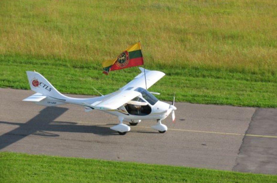 """Akcija """"Baltijos skrydis 2009"""" skirta paminėti Lietuvos tūkstantmetį ir ir ANBO pilotų skrydžio aplink Europą 75-osioms metinėms."""
