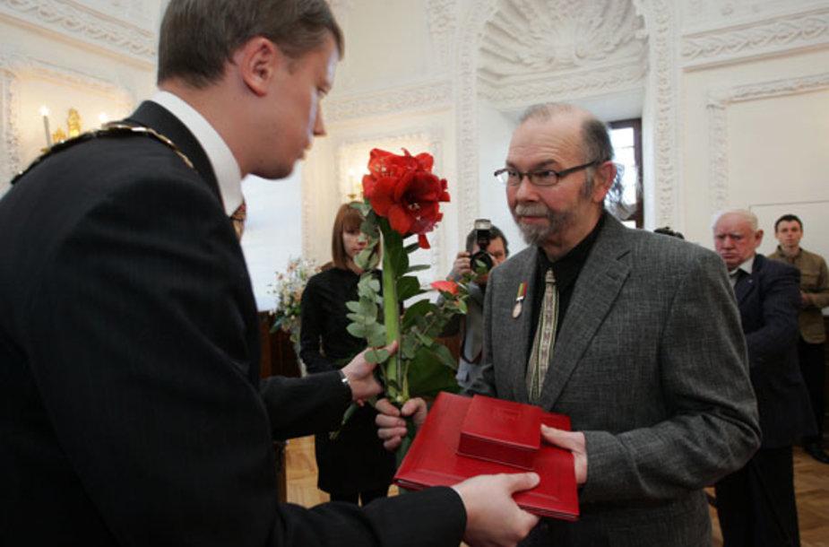 Eugenijui Miliūnui įteiktos Kauno miesto garbės piliečio regalijos