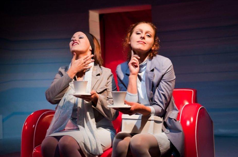 """Spektaklis  """"Lauros kosmosas"""" pasakoja apie šiuolaikinės moters gyvenimą, diktuojamą didžiulio gyvenimo tempo."""