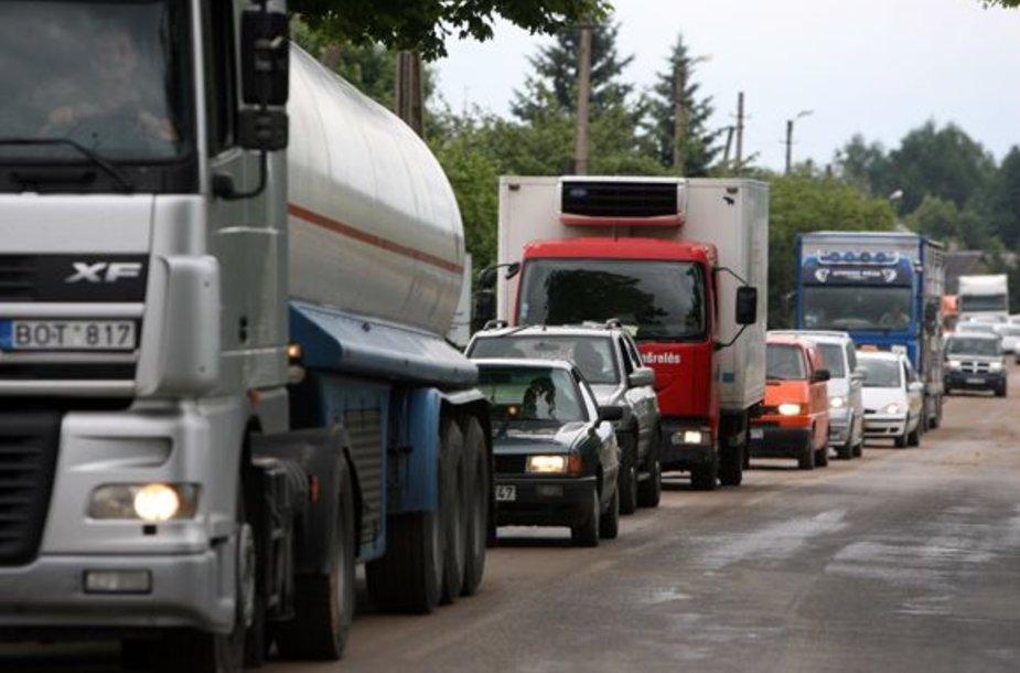 Dėl nelaimės susidarė kamštis kelyje į Karmėlava
