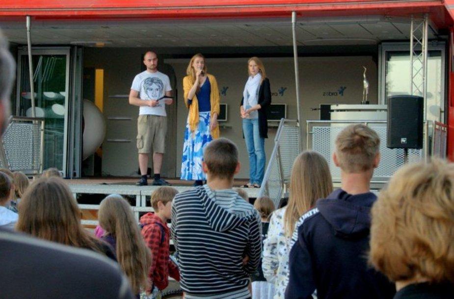 Kino vakaruose dalyvaus aktoriai Sandra Daukšaitė, Aušra Štukytė ir Tomas Kliukas