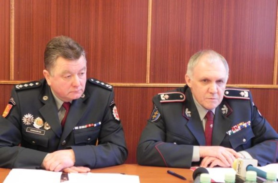 B.Ivanauskas (k.) ir V.Telyčėnas (d.) džiaugėsi, kad žmonių pasitikėjimas policija didėja.
