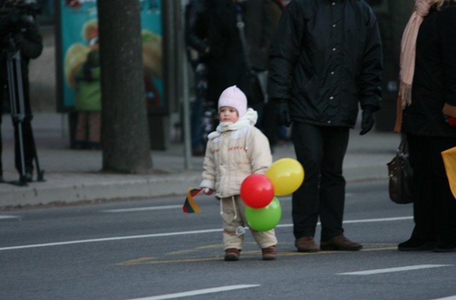 Į šventę - su balionais.