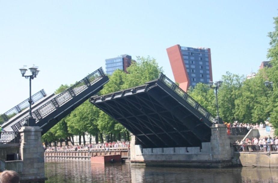 Šeštadienį kilo Biržos tiltas.