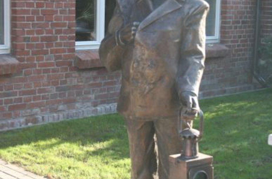 Klaipėdoje atidengta nauja skulptūra - nykstančiai iešmininko profesijai.