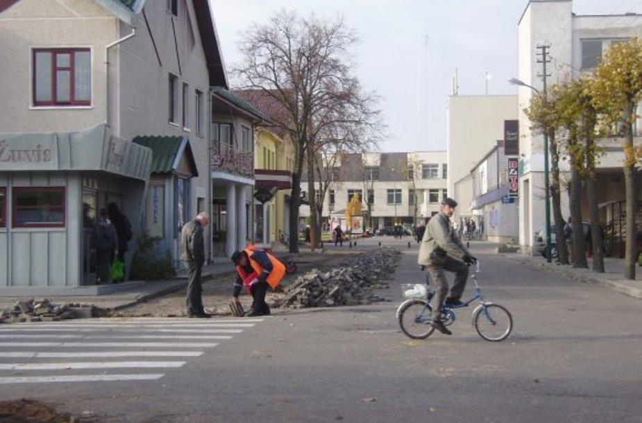 Palangos Senojo turgaus gatvė šiuo metu remontuojama.