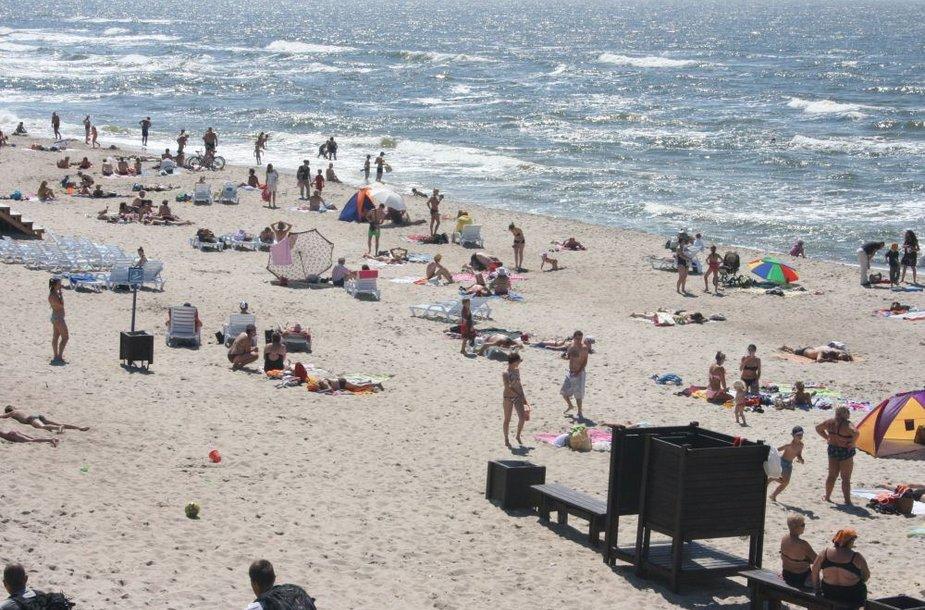 Antradienį iki pat pavakarės Klaipėdos paplūdimiai buvo sausakimši.