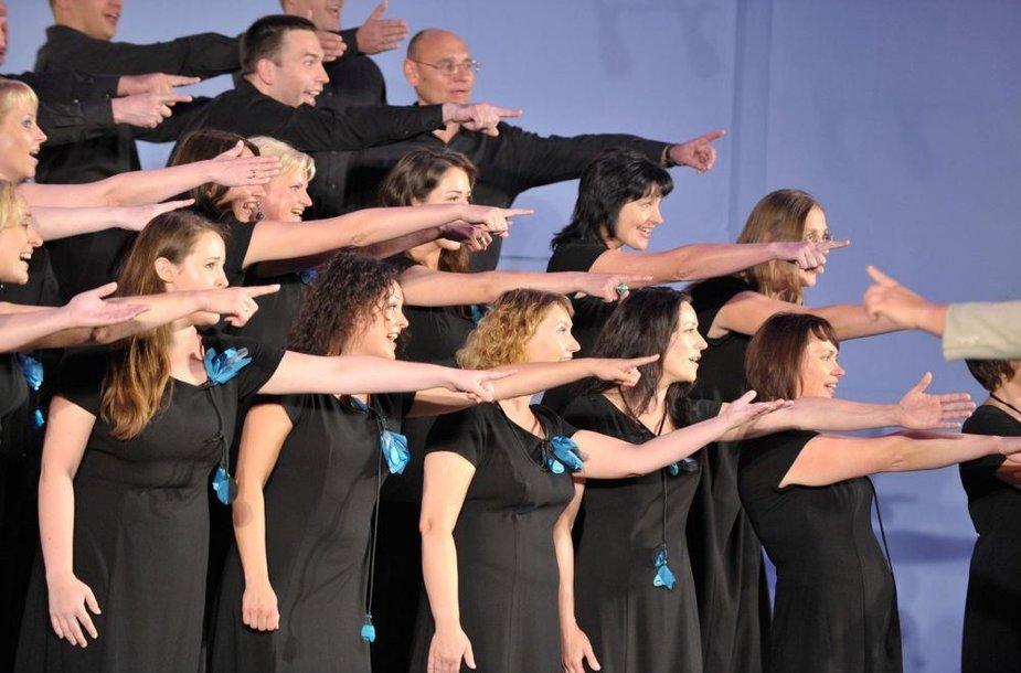 """Choras """"Cantare"""" tarptautiniame konkurse skynė laurus."""