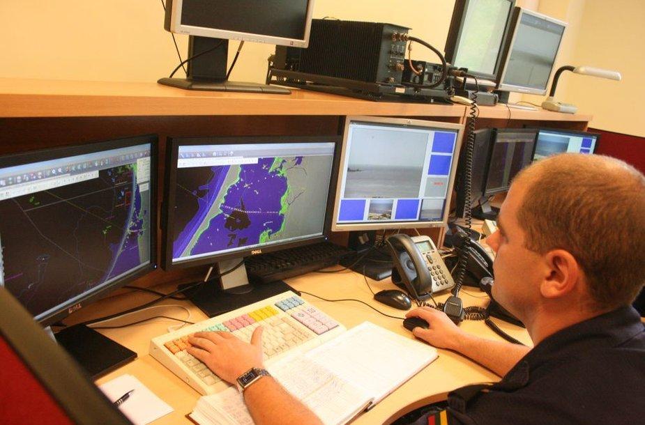 Karinių pajėgų specialistai jūroje ir Kuršių mariose vykstantį judėjimą mato tokia pačia sistema kaip ir kitos institucijos.
