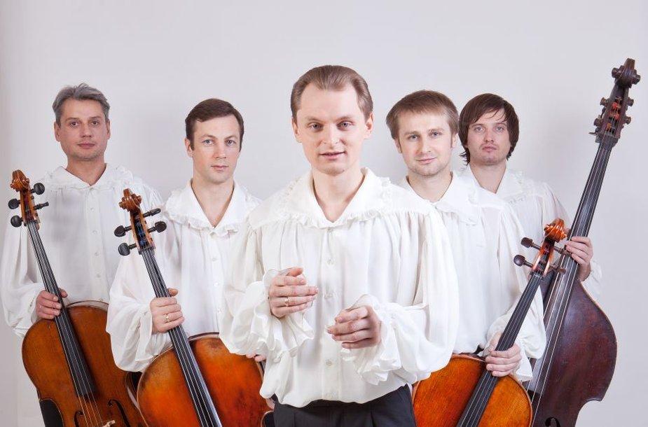 """Liudas Mikalauskas su kvartetu """"Brass Arco"""" parengė programą Vytauto Kernagio kūrybai prisiminti."""
