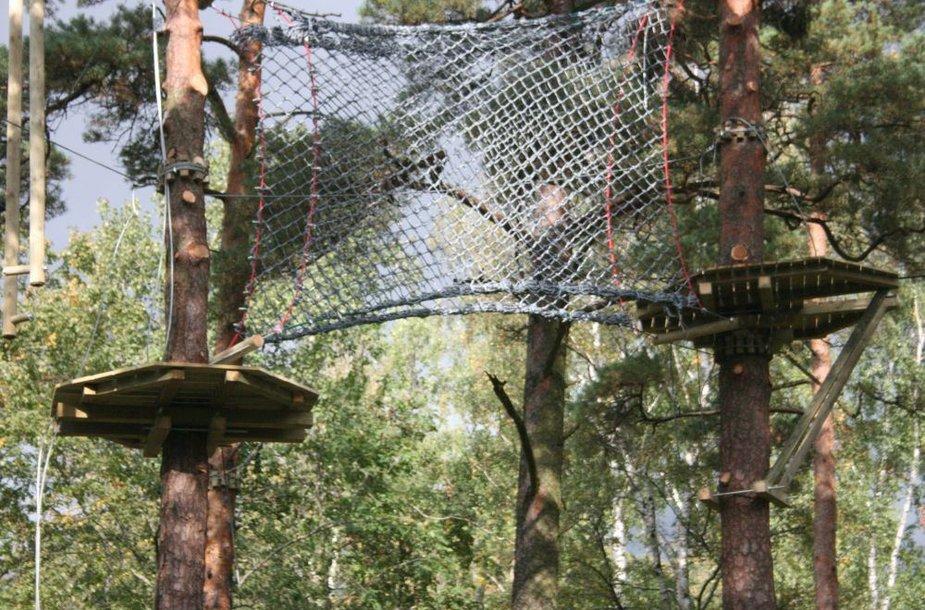 Baigiama įrengti laipynių parką