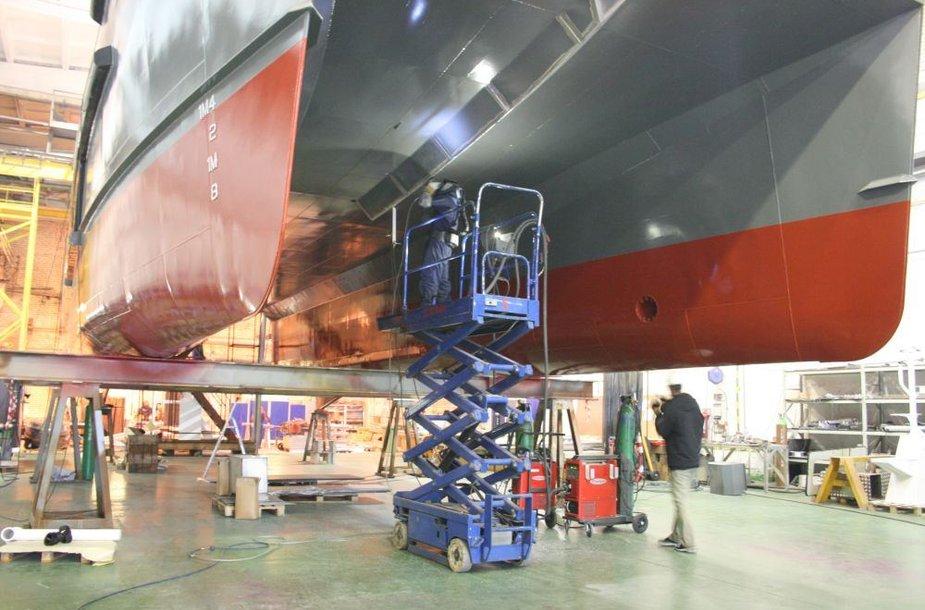 """Taline veikianti """"BLRT Grupp"""" laivų statykla šiais metais gavo didelį užsakymą iš Anglijos – pastatyti aliumininius katamaranus jūroje stūksančioms vėjo jėgainėms aptarnauti."""