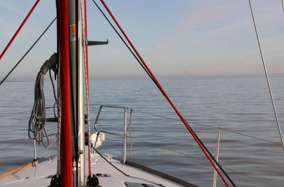 """Jachtų nuomos kompanija Gosail.lt spalio 27-28 dienomis jachta """"Gosail.lt Audenis"""" (kapitonas Ruslanas Rokas Arbušauskas), vykdė bandomąjį plaukimą iš Nidos į Rybačij (Rasytė) žvejų kaimelį."""