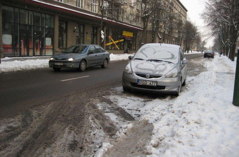 Klaipėdos gatvėse pirmadienį eismo sąlygos jau buvo pakenčiamos.