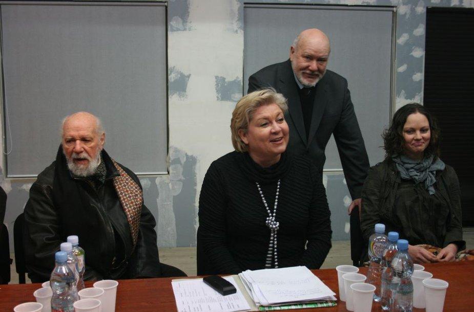"""""""Bėdų turgaus"""" laidų vedėja Edita Mildažytė padėjo ieškoti lėšų vis dar rekonstruojamo Klaipėdos dramos teatro kolektyvui pastatyti iškilmingą spektaklį """"Luizė Pirmoji"""", kuris bus parodytas per teatro atidarymo iškilmes."""