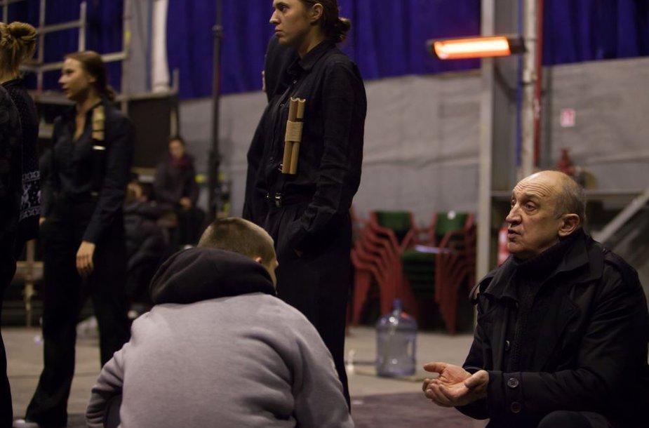 Valentinas Masalskis dirbdamas uostamiestyje įsteigė Klaipėdos jaunimo teatrą.
