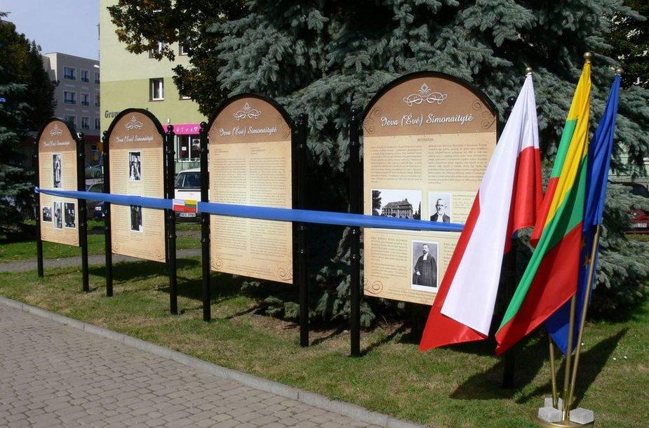 Atminimo lentos I. Simonaitytei atidengtos ir Lenkijoje, kur ji gydėsi.