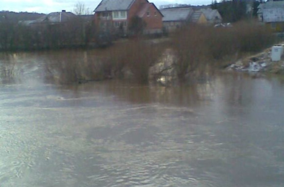 Vandens lygis ties Kartena penktadienį stipriai pakilo.