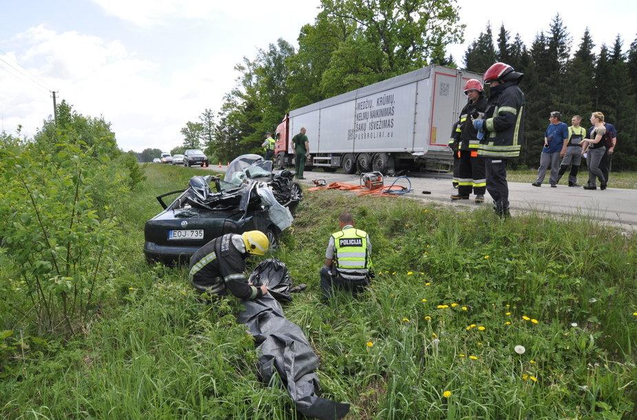 Avarijoje Kretingos rajone žuvo jauna keleivė.