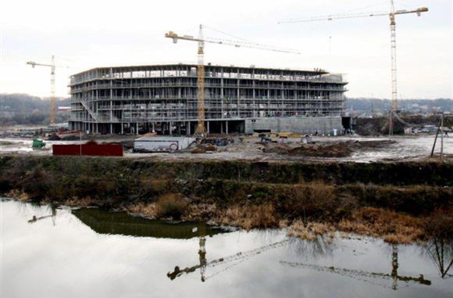 Dar iki arenos atidarymo, į statinio vidaus įrengimo darbus konsorciumas žada investuoti 12 mln. Lt. Kita dalis sutartyje numatytų investicijų bus skirtos per 25 metų laikotarpį.