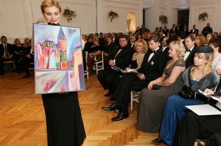 Kaip ir pernai, labdaros vakaro metu vyksiančiame aukcione bus parduodami menininkų padovanoti kūriniai.