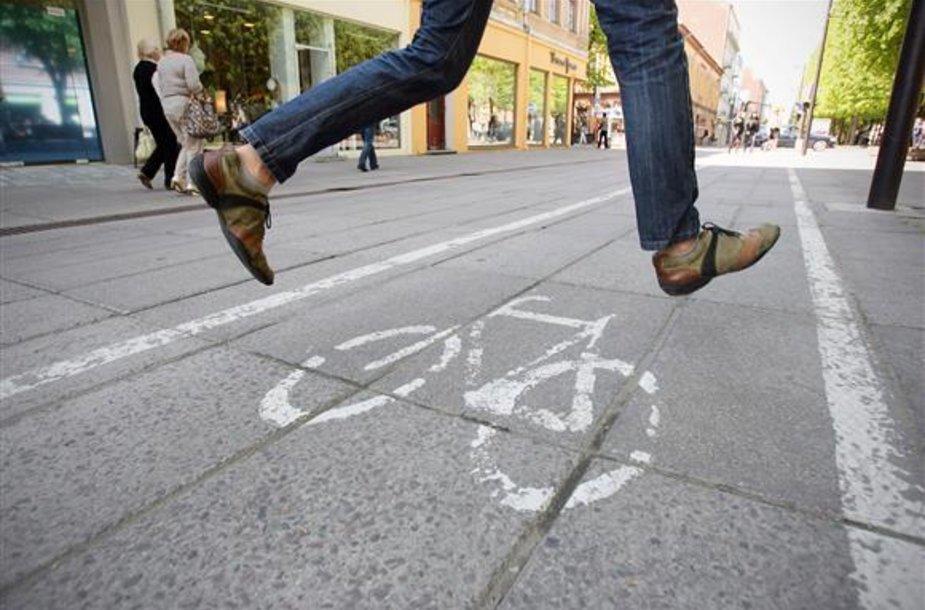 Laisvės alėjoje pėstieji skundžiasi dviratininkais, o šie – pėsčiaisiais.