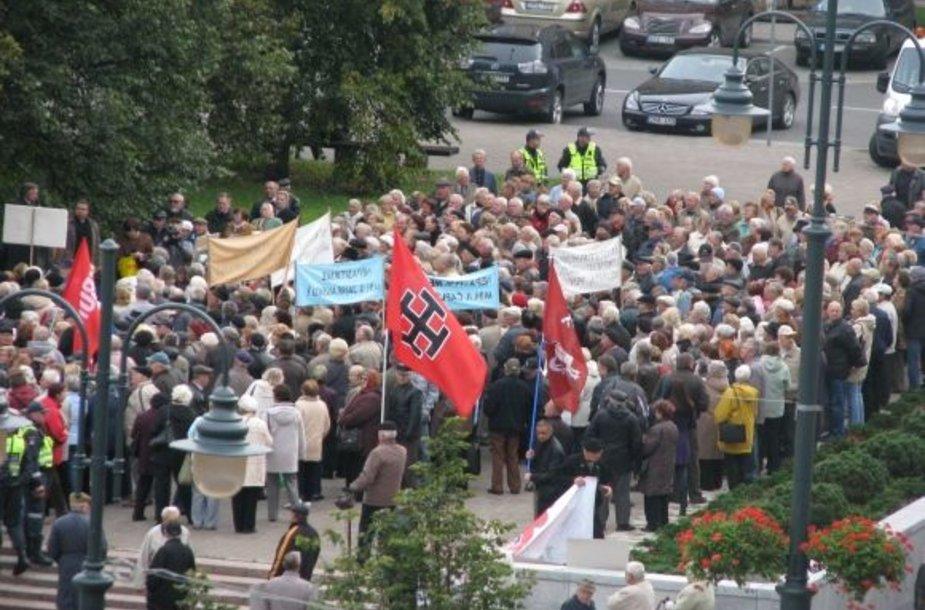 Prie Seimo protestavo pensininkai