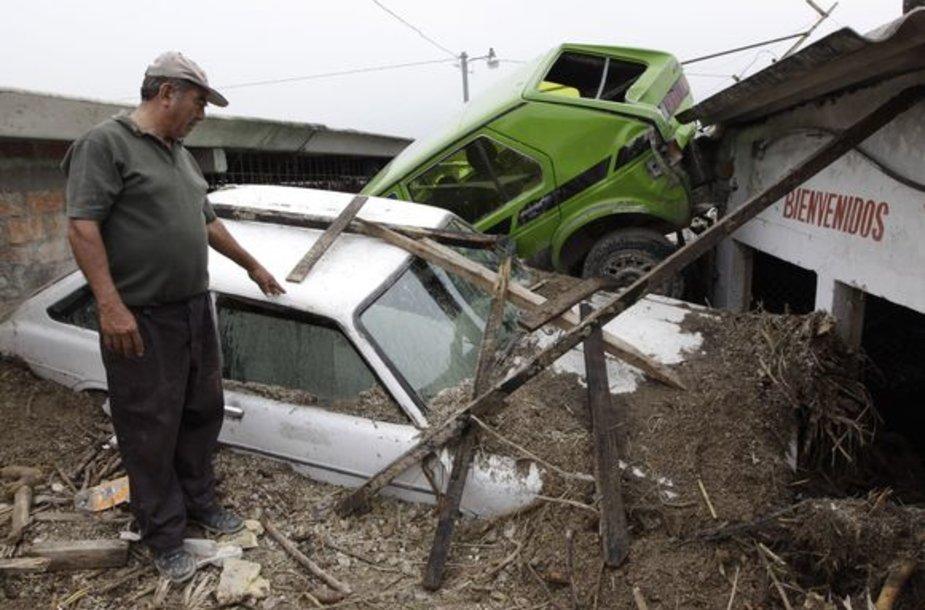 """Šiuo metu antrosios kategorijos uraganas """"Ida"""" slenka Meksikos įlanka į šiaurės vakarus"""
