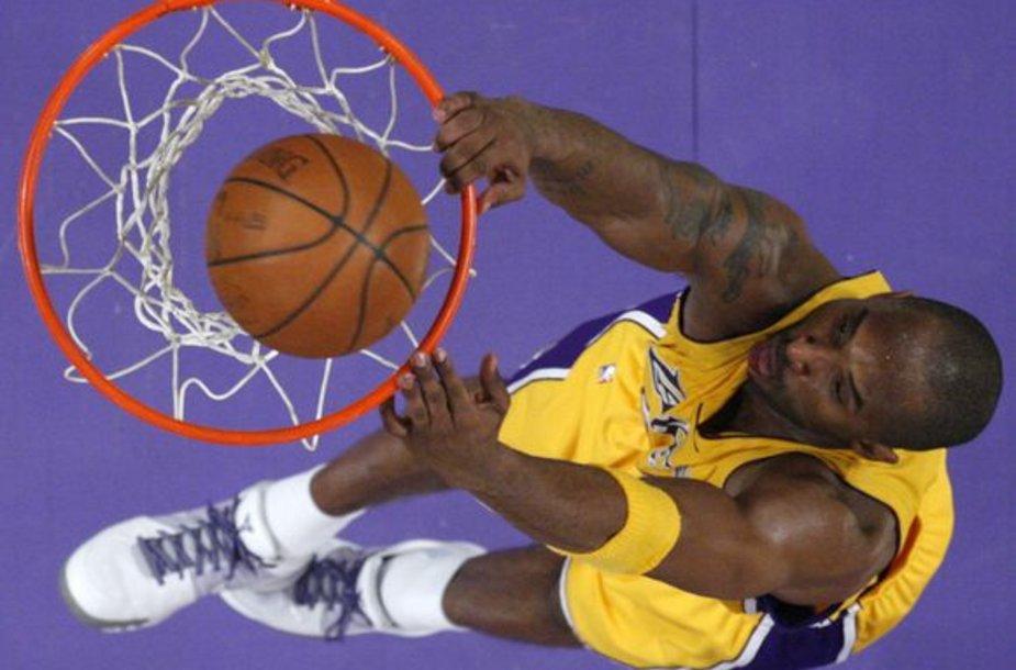 Kobe Bryantas dominavo aikštelėje