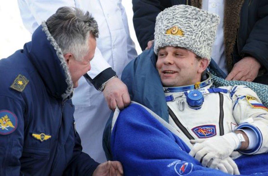 Kapsulė, į Žemę atgabenusi astronautus nusileido numatytoje vietoje