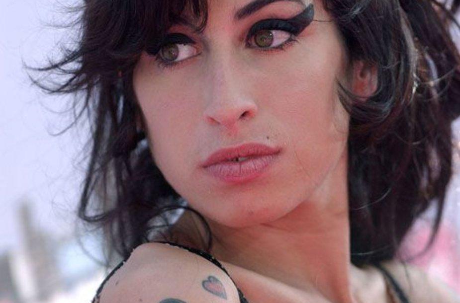 Foto naujienai: Amy Winehouse. Motinystės jausmas ir nemiri meilė