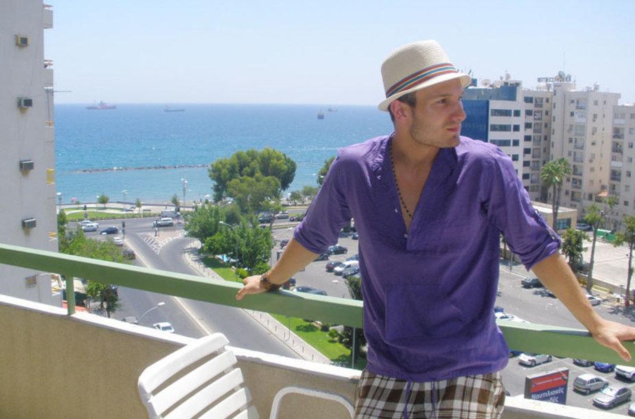 Foto naujienai: Vaidas Baumila į Kiprą išdūmė vienas