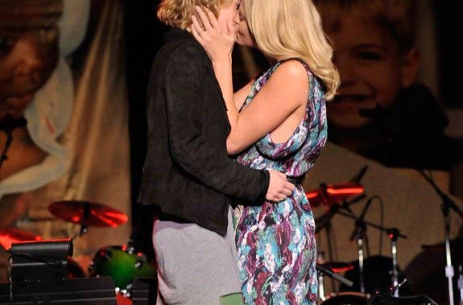 Foto naujienai: Charlize Theron: lesbietė už pinigus?