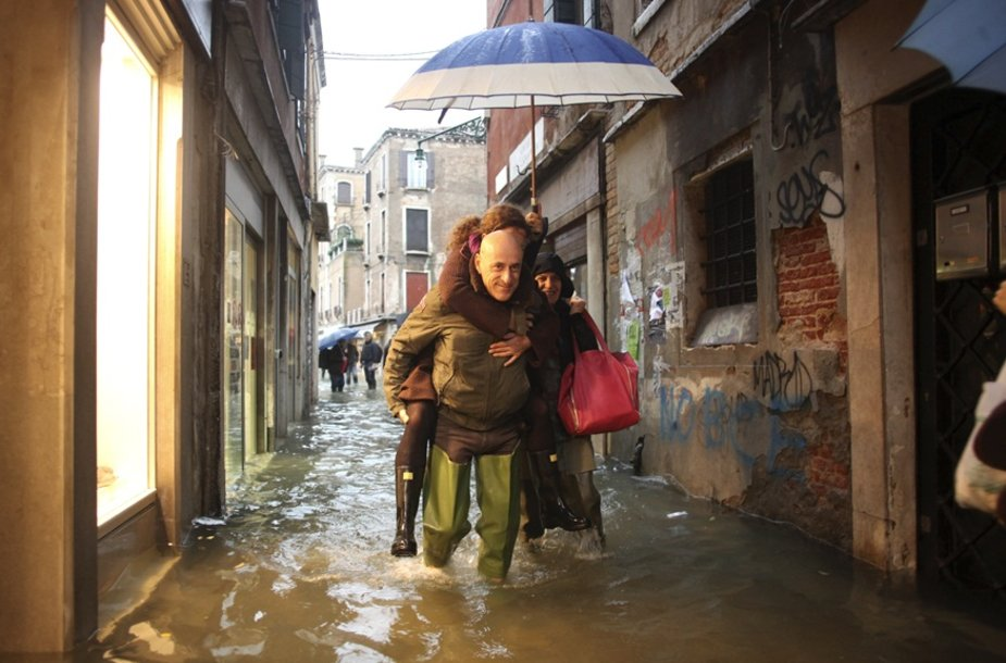 Kasmetinis potvynis užliejo Venecijos gatves