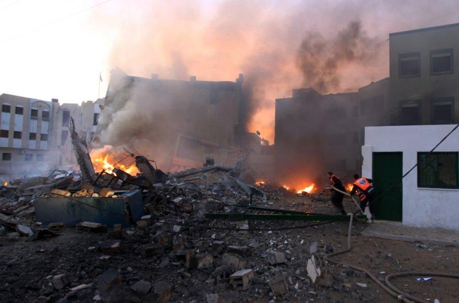 Izraelis oro antskrydžio metu pataikė Vidaus reikalų ministerijos pastatą Gazoje