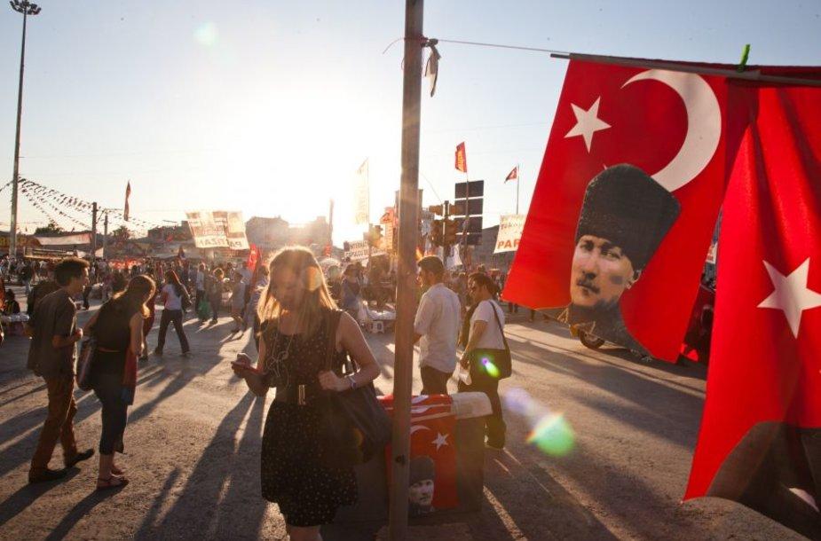 Neramumai Turkijoje tęsiasi jau dvi savaites.