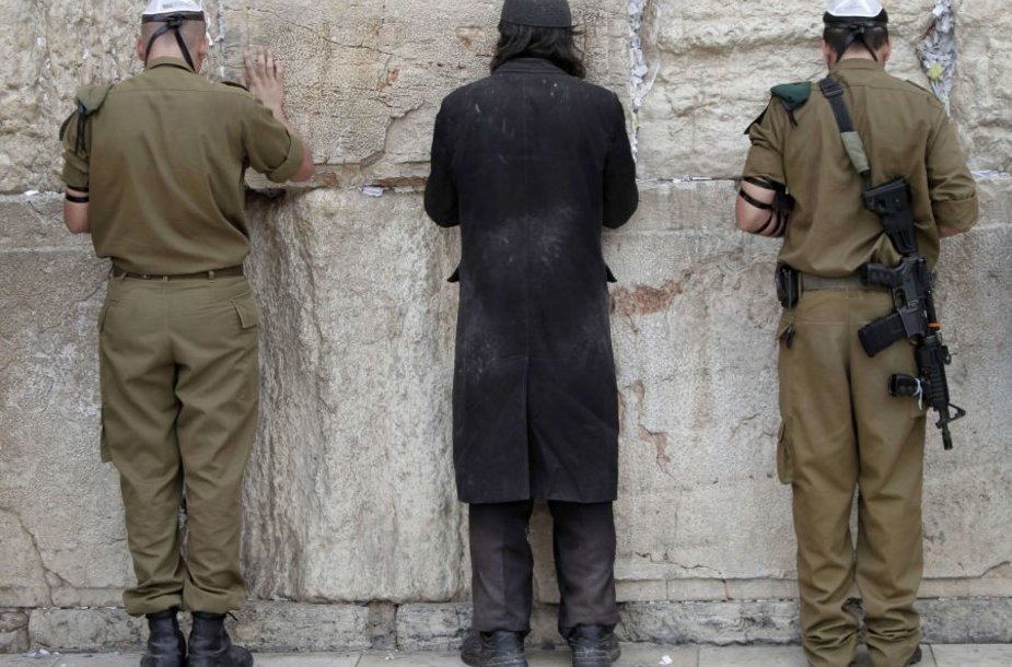 Maldos prie Raudų sienos