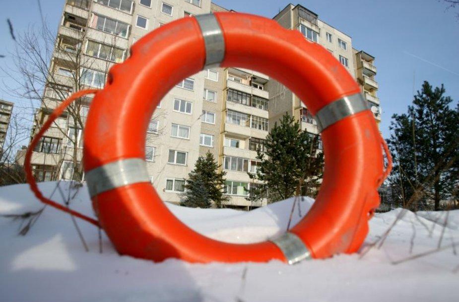Vyriausybės teigimu, daugiabučių modernizavimas turėjo tapti gelbėjimo ratu statybininkams.