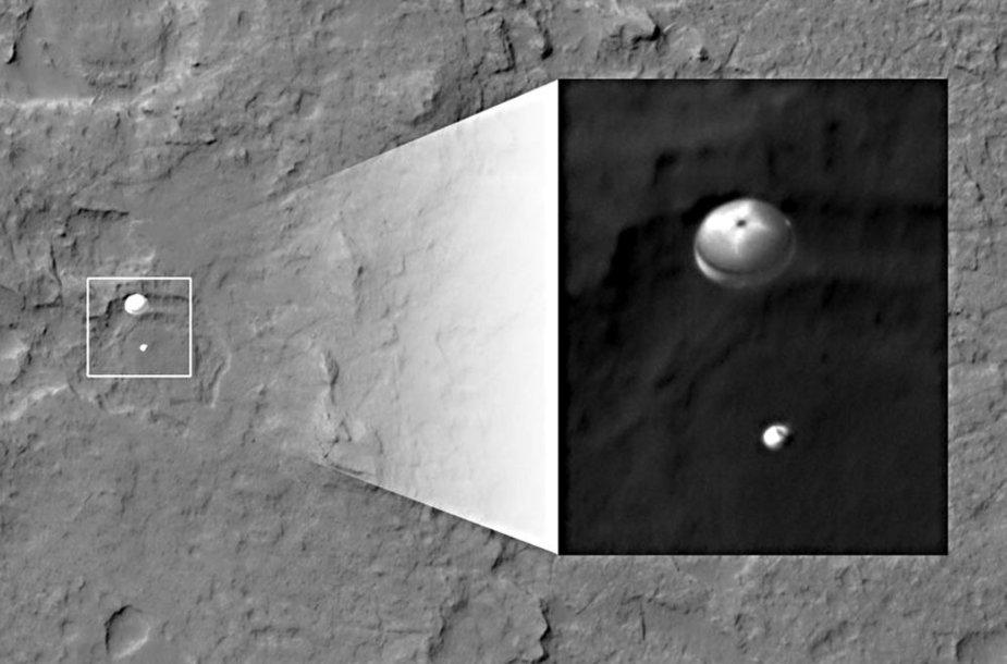 """""""Curiosity"""" nusileidimą Marse fiksavo ir NASA palydovai."""