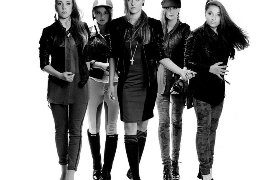 """Merginų grupė """"Roxy Five"""""""