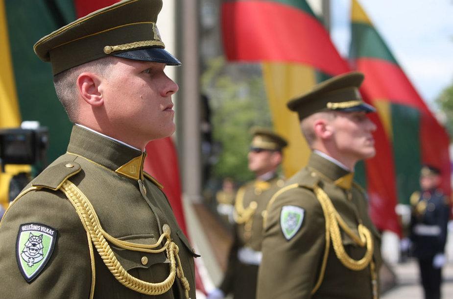 Valstybės vėliavos pakėlimo ceremonijos akimirka