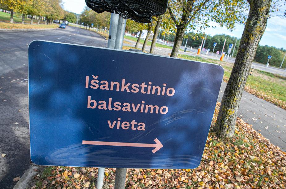 """Specialus """"drive-in"""" balsavimo punktas Vilniuje"""