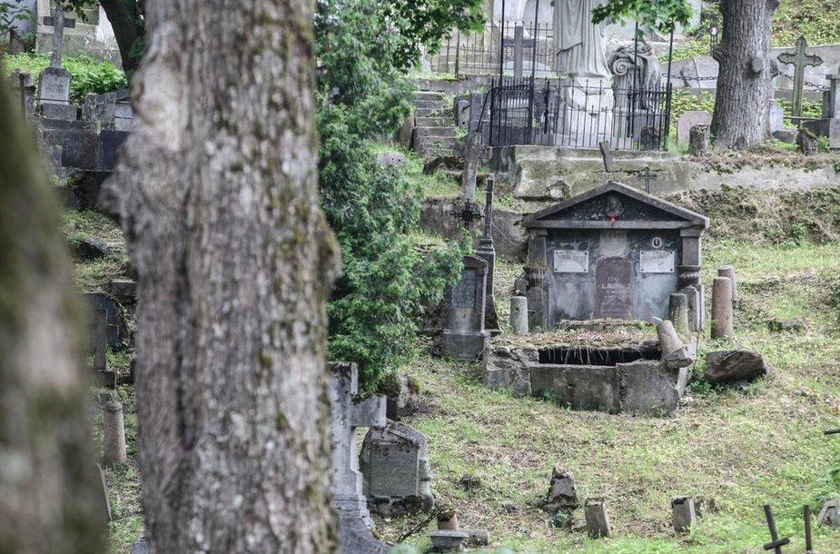 Senąsias Rasų kapines būtina atnaujinti